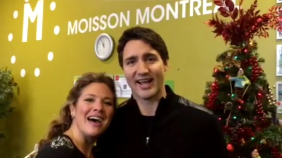 Trudeau and Gregoire sing Jingle Bells
