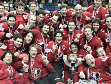 Canada's team pose after winning the World Ice Hockey championship final match against Finland in Moscow, Sunday, May 13, 2007. Canada won 4-2.(AP / Dmitry Lovetsky)