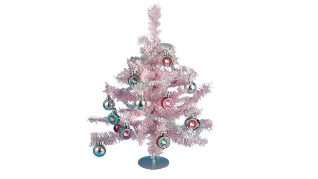 Hello Kitty Christmas Tree.Maine School Says Teacher S Hello Kitty Christmas Tree Can