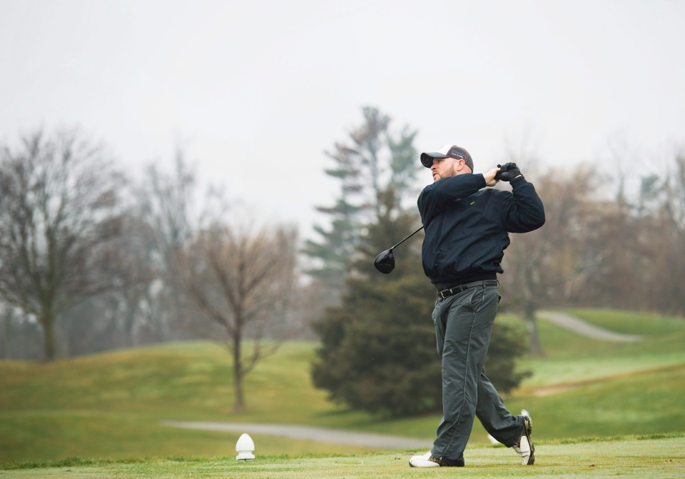 Mike Crawford watches his tee shot on the 16th hole at Lionhead Golf & Country Club in Brampton, Ont., on Wednesday, Dec.23, 2015. (Nathan Denette / THE CANADIAN PRESS)