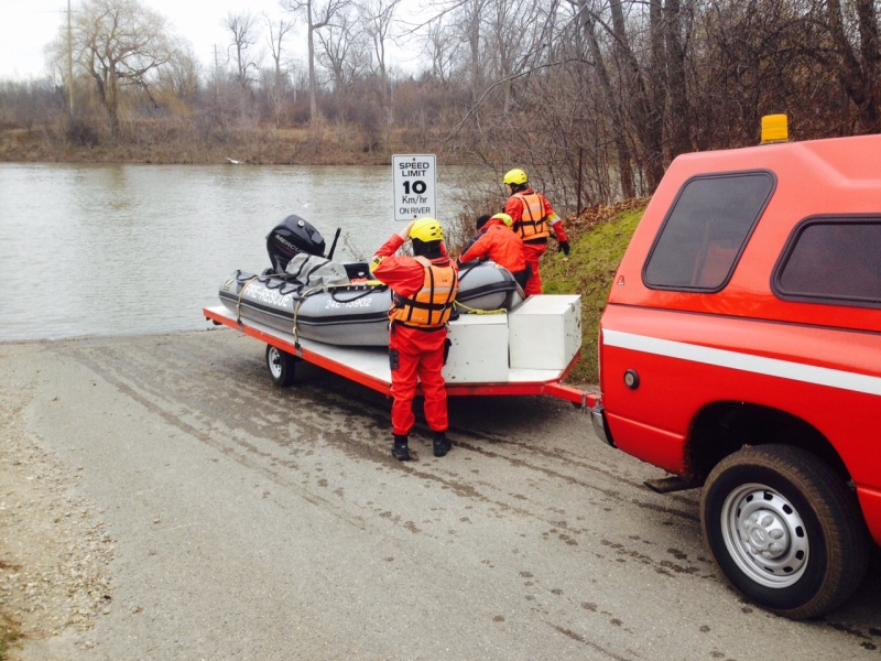 Police launch a zodiac boat at the Thames River in their search for a missing 25-year-old man in London, Ont. on Monday, December 28, 2015. (Sean Irvine / CTV London)