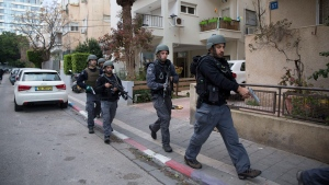 Israelis police officers search for a gunman near the scene of a shooting attack in Tel Aviv, Israel, Friday, Jan. 1, 2016. (AP / Oded Balilty)