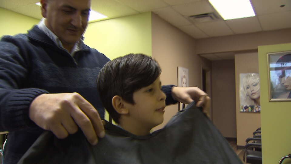 Mohammed Kurdi brings 30 years of experience as a barber to his sister's new hair salon. (CTV)