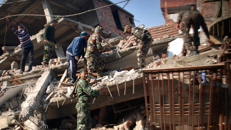 Removing debris from a quake-damaged building in Imphal, Manipur, India, on Jan. 4, 2016. (Bullu Raj / AP)