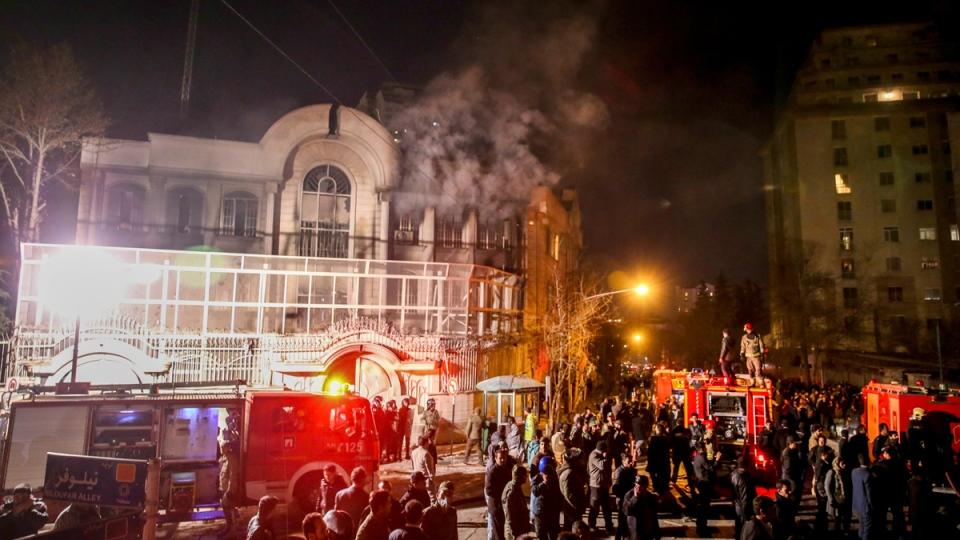 Saudi embassy burns in Tehran