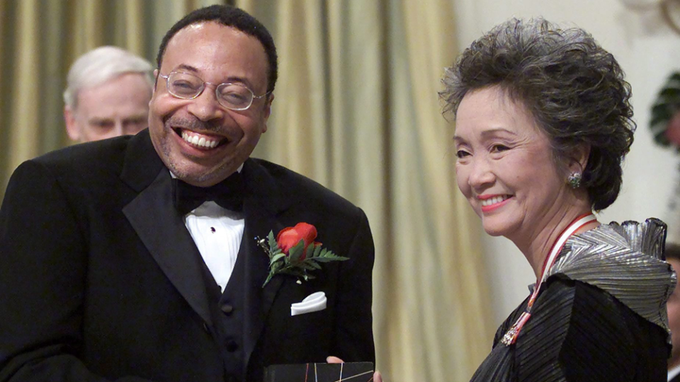 Governor General Adrienne Clarkson presents the Governor General's Literary Award for poetry to George Elliott Clarke during a ceremony in Ottawa, November 14, 2001.  (THE CANADIAN PRESS/ Fred Chartrand)
