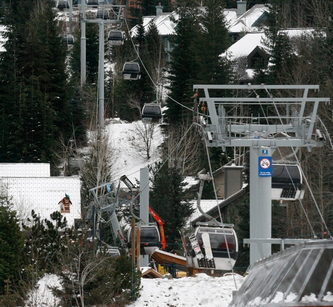 At least a dozen passengers are trapped inside two gondolas after a tower partially collapsed at the ski resort in Whistler, B.C., on Tuesday, Dec. 21, 2008. (THE CANADIAN PRESS)