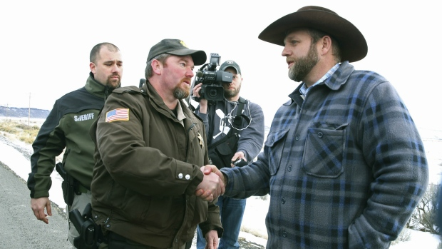 Oregon sheriffs meet with militia