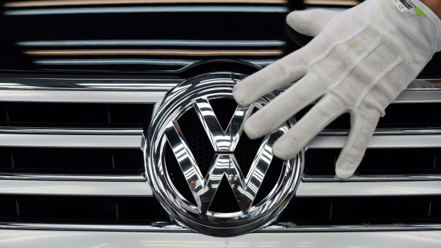 U.S. takes aim at Volkswagen employees in emissions scandal