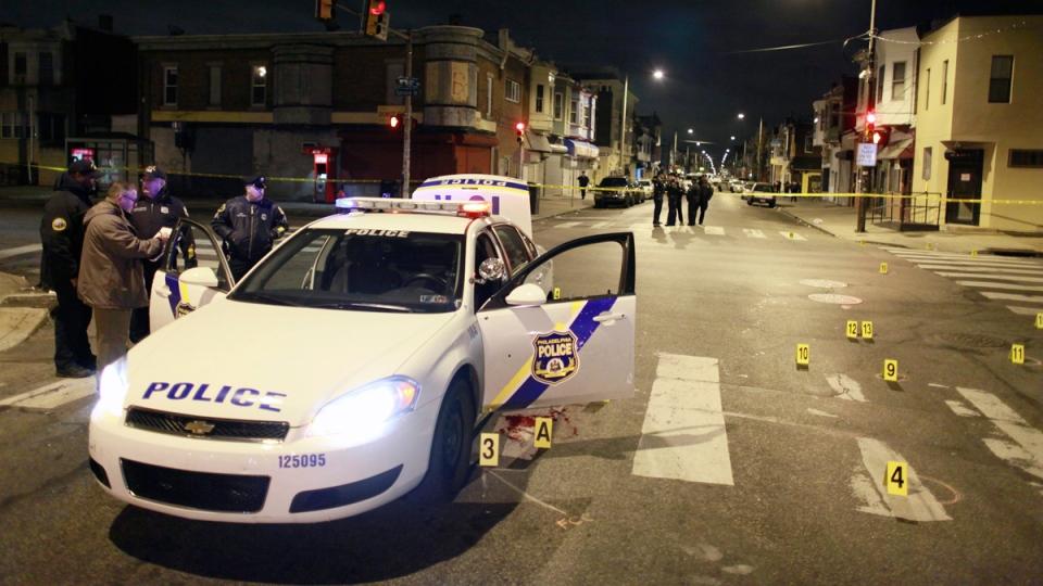 Officers investigate the scene of a shooting in Philadelphia, on Jan. 8, 2016, . (Joseph Kaczmarek / AP)