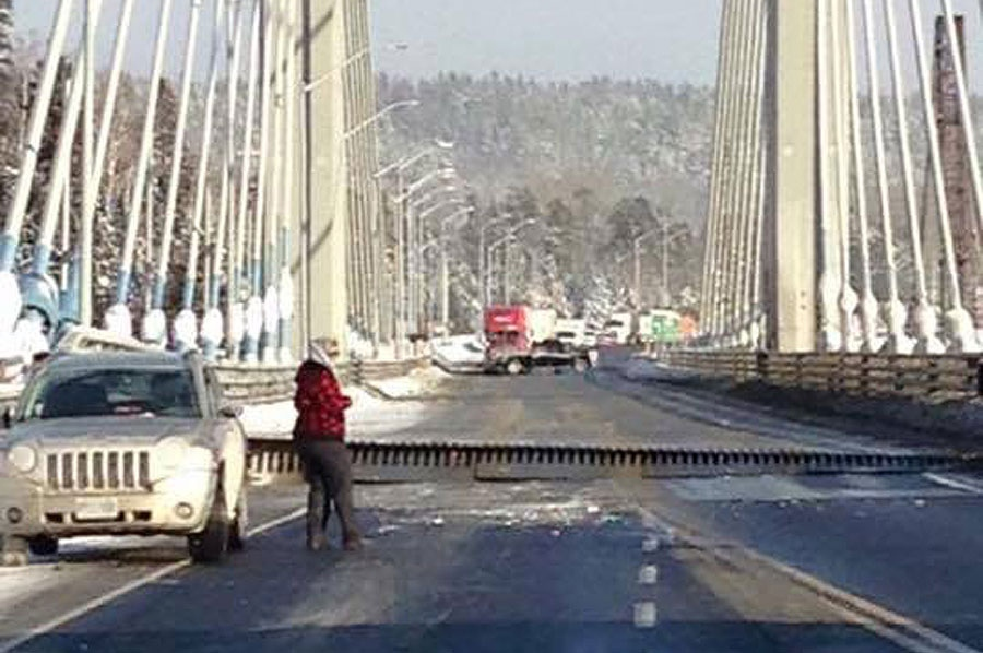 "The Nipigon River Bridge has reportedly split apart, causing a major segment of the Trans-Canada Highway to be shut down ""indefinitely."" (511ONNorthwestern / Twitter)"