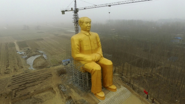 Golden statue of Mao in China