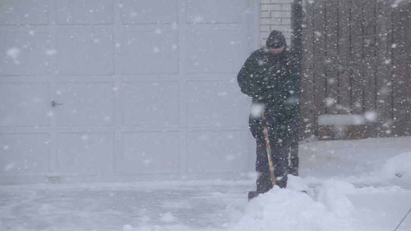 Digging out after heavy snow in London, Ont. on Tuesday, Jan. 12, 2016. (Marek Sutherland / CTV London)
