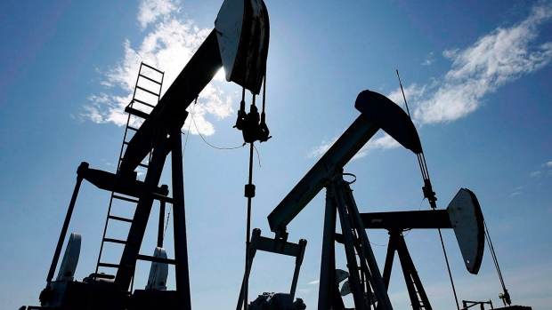 Oil prices continue to fall in oversupplied market