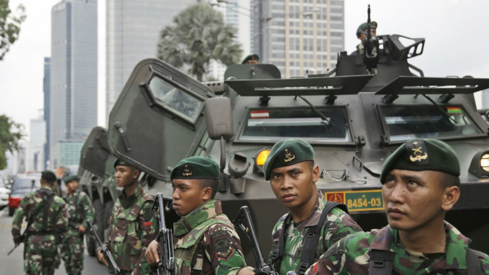 Indonesian soldiers stand guard near the site where an explosion went off in Jakarta, Indonesia Thursday, Jan. 14, 2016. (AP / Dita Alangkara)