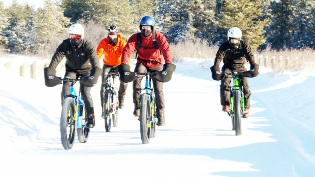 'Fat bikes' allow cyclists to conquer winter snow