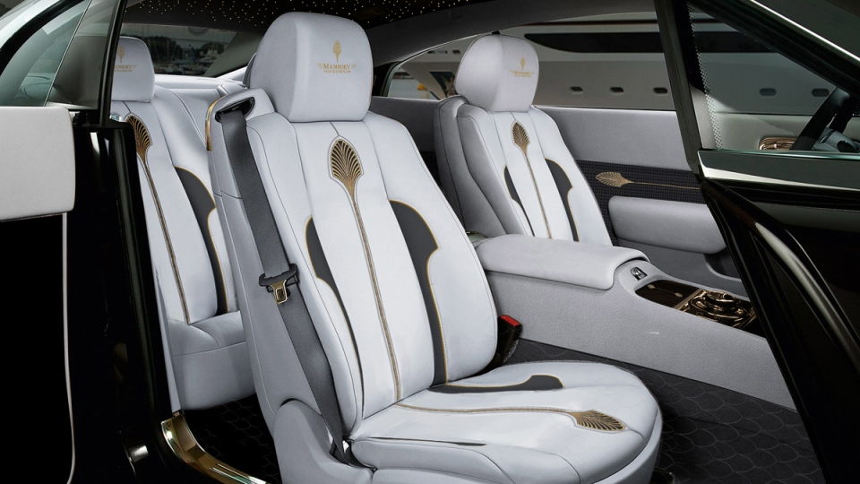 Inside pure gold mixes with fine leather. (Mansory Design & Holding)