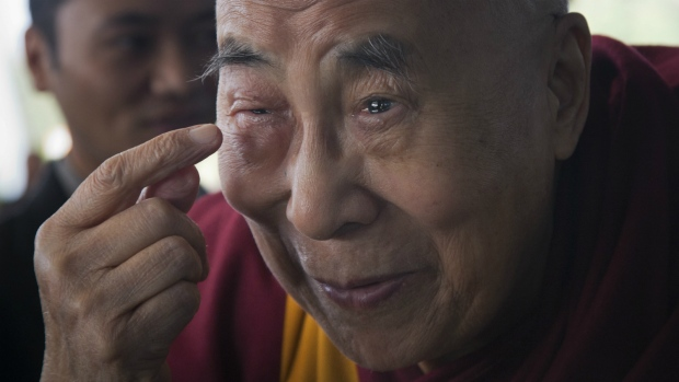 Dalai Lama off to U.S. for checkup