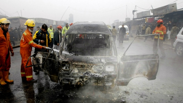 Suicide bomber targets police in Pakistan