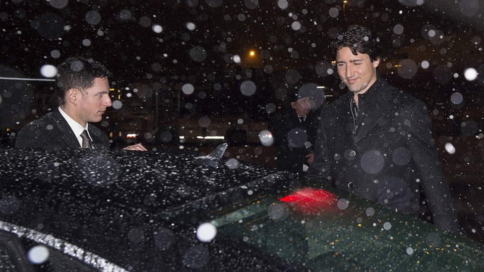 Prime Minister Justin Trudeau heads to his car in a light snowfall as he arrives in Zurich on Tuesday, Jan. 19, 2016. (Andrew Vaughan / THE CANADIAN PRESS)