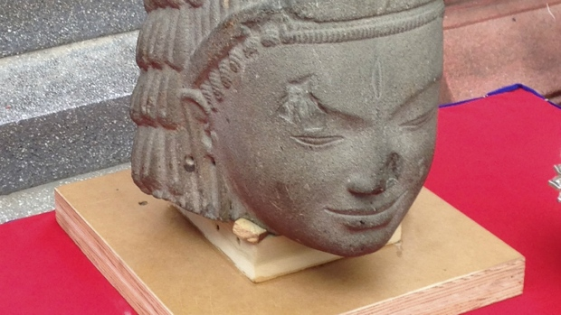 France returns Hindu statue to Cambodia