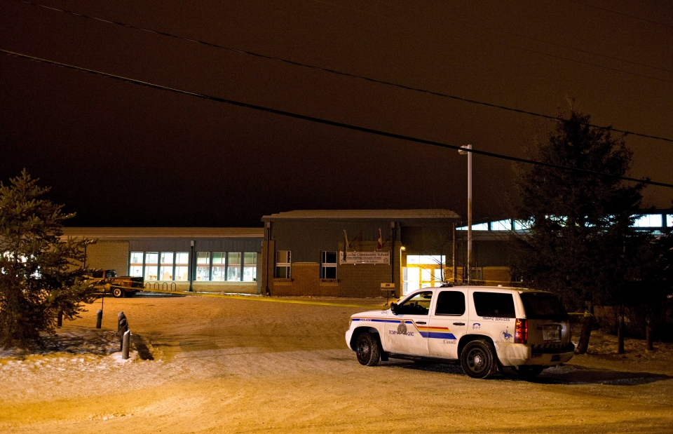 Police investigate the scene of a daytime shooting at the La Loche, Sask., junior and senior high school on Thursday January 23, 2016. (Jason Franson/THE CANADIAN PRESS)