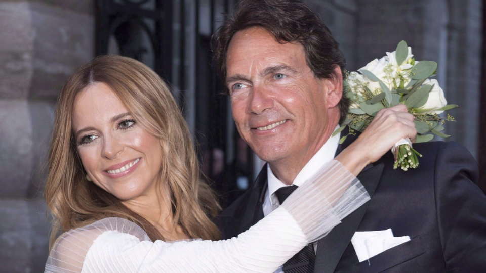 Parti Quebecois Leader Pierre Karl Peladeau and Julie Snyder hug after getting married on August 15, 2015. (Jacques Boissinot / THE CANADIAN PRESS)