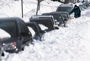 A man digs his car out from snow outside his home in Towson, Md., Monday, Jan. 25, 2016. (Steve Ruark)