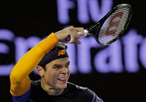 Milos Raonic of Canada plays a forehand return to Andy Murray of Britain during their semifinal match at the Australian Open tennis championships in Melbourne, Australia, Friday, Jan. 29, 2016. (AP / Aaron Favila)