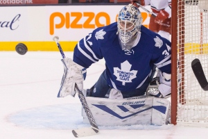 Toronto Maple Leafs goaltender James Reimer makes a save during third period NHL hockey action against Carolina Hurricanes in Toronto on January 21, 2016. (Chris Young / The Canadian Press)