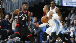 Denver Nuggets guard Randy Foye, right, works the ball inside as Toronto Raptors forward Terrence Ross defends in the first half of an NBA basketball game on Denver on Monday, Feb. 1, 2016. (AP / David Zalubowski)