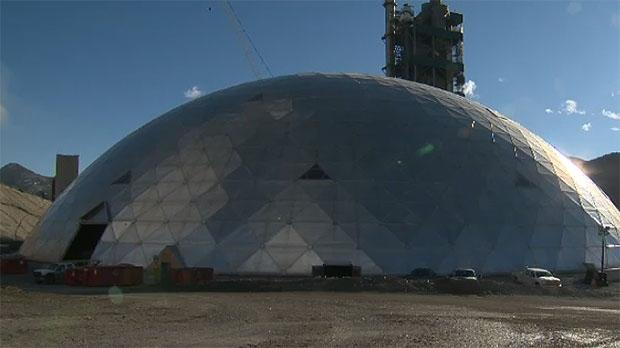 Montreal Cement Plants : Lafarge dome near exshaw captures curiosity of onlookers