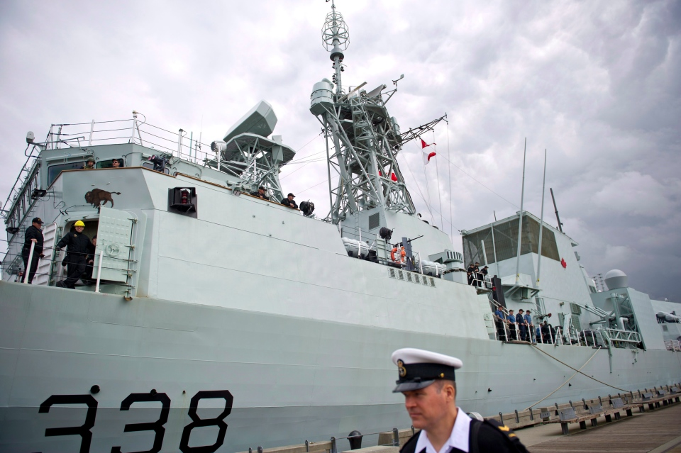 Canada's navy warship HMCS Winnipeg sits dockside in Vancouver, B.C., on June 10, 2014. (Jimmy Jeong / The Canadian Press