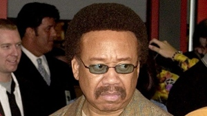 Maurice White, of Earth, Wind, & Fire, appears at an induction ceremony at the Hollywood Rock Walk in the Hollywood section of Los Angeles, July 7, 2003. (AP / Matt Sayles)