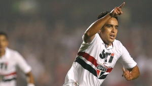 Jadson of Brazil's Sao Paulo FC celebrates after scoring against Brazil's Atletico Mineiro during a Copa Libertadores soccer match in Sao Paulo, Brazil on May 2, 2013. (AP /Andre Penner)