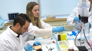 The Northern Ontario School of Medicine is offering two spots at the school to members of the Canadian Armed Forces who are training to be physicians. (File)