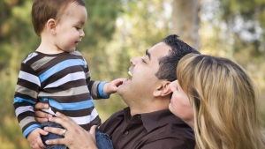 New mothers and fathers who are poised to go on parental leave before the end of the year will be able to spread federal benefits over a longer period of more time starting next month.