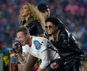 Coldplay singer Chris Martin performs with Beyoncé and Bruno Mars during halftime of the NFL Super Bowl 50 football game Sunday, Feb. 7, 2016, in Santa Clara, Calif. (AP / Marcio Jose Sanchez)