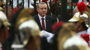 Turkey's President Recep Tayyip Erdogan arrives to the government palace in Lima, Peru on Tuesday, Feb. 2, 2016. (AP / Martin Mejia)