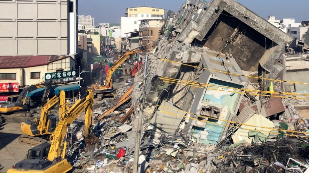 Rescue workers search for Taiwan quake victims