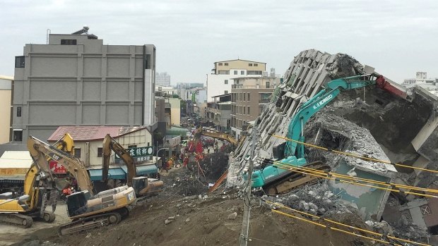 Rescue workers using excavators continue to search the rubble of a collapsed building complex in Tainan, Taiwan, Wednesday, Feb. 10, 2016. (AP / Annie Ho)