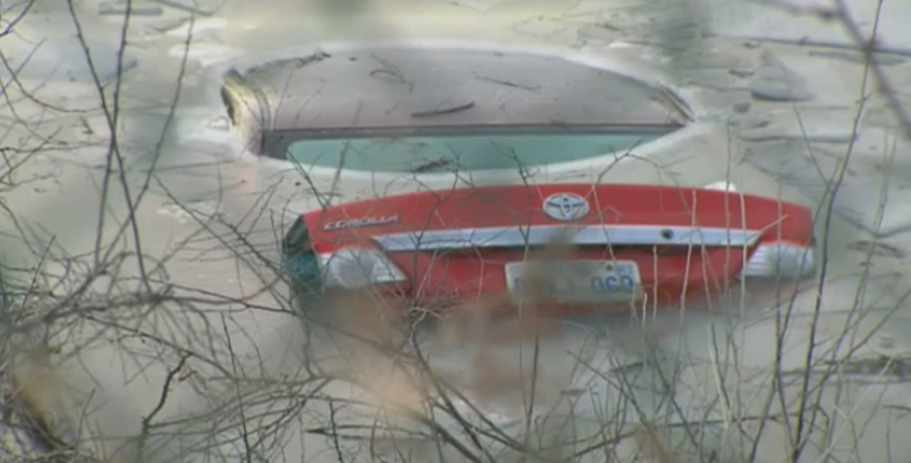 Car submerged in Toronto pond