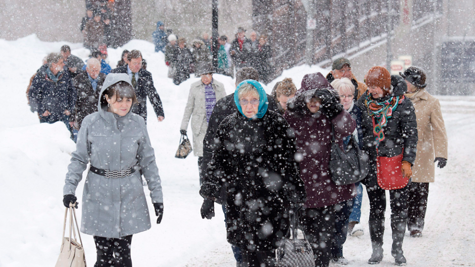 Supporters of Dennis Oland head to the Law Courts for his sentencing in Saint John, N.B. on Thursday, Feb. 11, 2016. (THE CANADIAN PRESS/Andrew Vaughan)