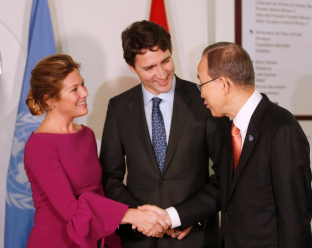 Prime Minister Justin Trudeau introduces his wife Sophie Gregoire-Trudeau to United Nations Secretary General Ban Ki-moon before a dinner in Gatineau, Que., on Thursday, February 11, 2016. (Fred Chartrand / THE CANADIAN PRESS)