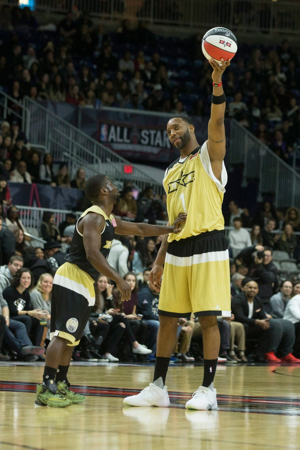 Team Canada's Tracy McGrady holds the ball out of the reach of Team USA's Kevin Hart during the NBA celebrity all-star game in Toronto on Friday, Feb. 12, 2016. (Chris Young / THE CANADIAN PRESS)