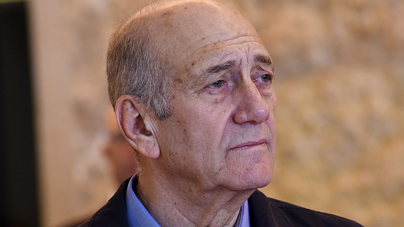 Former Israeli Prime Minister Ehud Olmert leaves the courtroom of the Supreme Court after the court ruled on his appeal in the Holyland corruption case in Jerusalem Dec. 29, 2015. (Debbie Hill / AP)