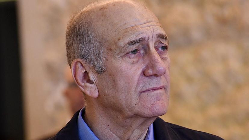 Former Israeli Prime Minister Ehud Olmert leaves the courtroom of the Supreme Court after the court ruled on his appeal in the Holyland corruption case in Jerusalem Dec. 29, 2015. (Debbie Hill / AP)