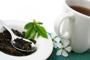 A team of U.S. researchers have discovered that a compound in green tea could have the potential to treat joint pain, inflammation and tissue damage in sufferers of rheumatoid arthritis. (shutterstock.com / Dariusz Sas)