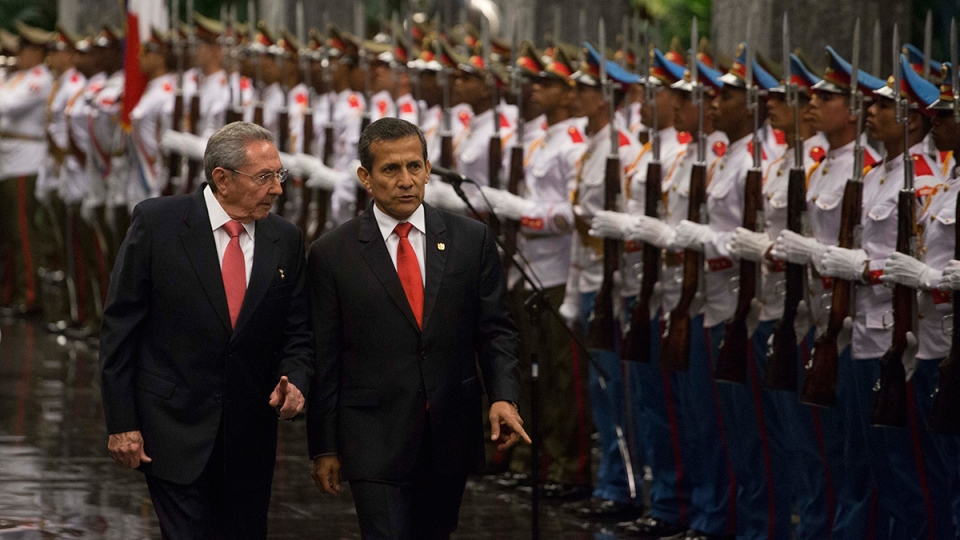 Cuba's President Raul Castro, left, and Peru's President Ollanta Humala, review an honor guard at Revolution Palace in Havana, Cuba, Thursday, Feb. 18, 2016. (AP / Desmond Boylan)