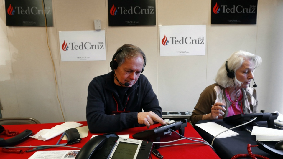Volunteers Al Turner, left, and Barbara Turner make calls for Republican presidential candidate Sen. Ted Cruz, R-Texas in Greenville, S.C., on Tuesday, Feb. 16, 2016. (AP / Paul Sancya)
